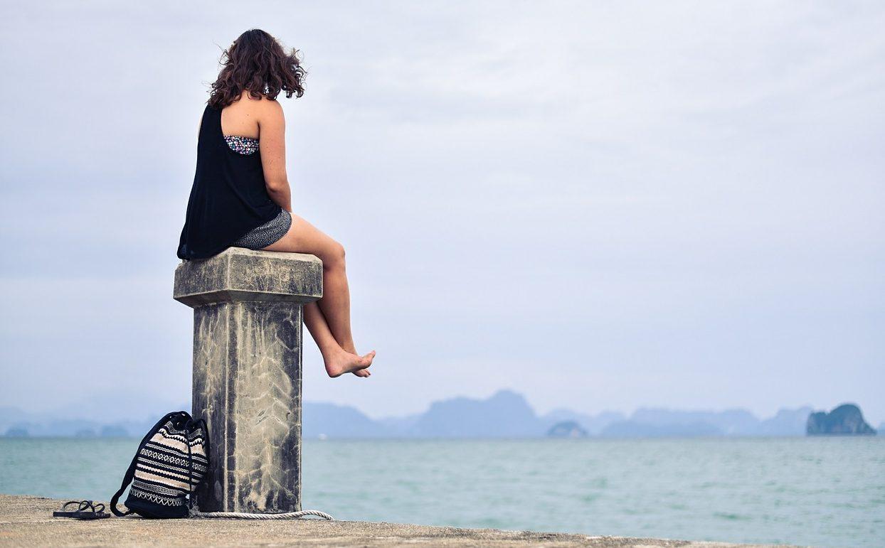 水着姿はみせたくない!女性の8割以上が悩む、お腹・背中・スタイルを解決する水着の選び方