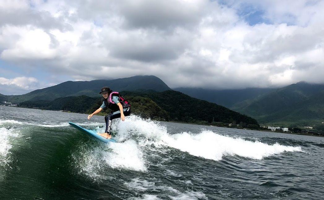 サーフガールMINAMI、ボートサーフィン体験